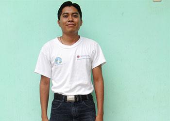 Pedro Antonio Ordoñez trabaja con la Diócesis de Santa Rosa de Lima en la oficina de Cáritas para el programa de educación materno-infantil. Foto cortesía de Pedro Antonio Ordoñez López