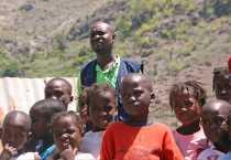 Haití CRS terremoto localización y reunificación familiar orfanato huérfanos