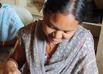 Pushpa, actualmente de 19 años, fue obligada a casarse a la edad de 11, pero escapó a una escuela patrocinada por CRS. Foto de Laura Sheahen/CRS