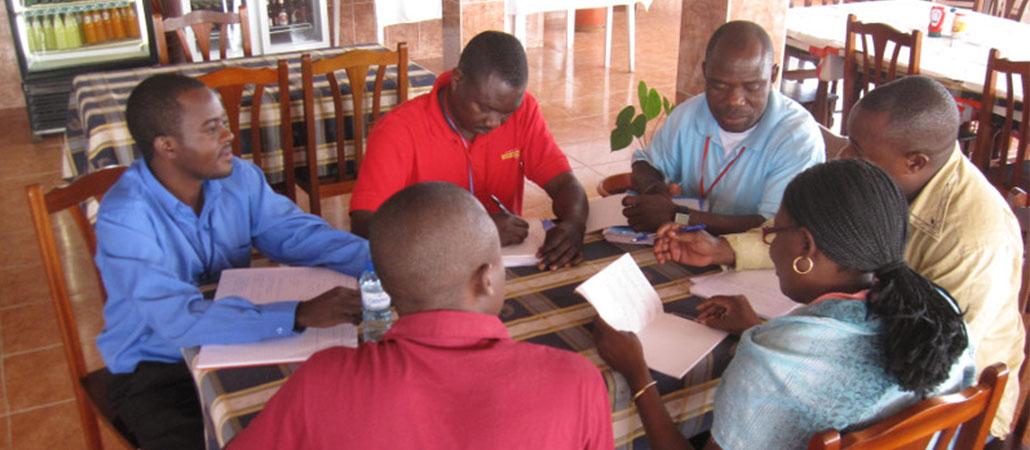 Angola CRS capacitación grupos ahorro ahorros préstamos