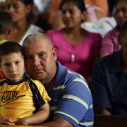 La misa dominical en la iglesia del municipio de Olopa en el estado de Chiquimula, Guatemala. Muchos feligreses subsisten principalmente de sus actividades agrícolas. Foto de Silverlight para CRS