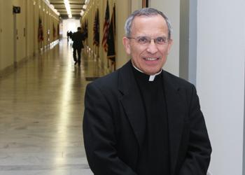 El padre David García es asesor principal de acercamiento con el clero de CRS. Foto cortesía del padre David García