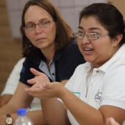 Verónica Ruíz es graduanda del programa Jóvenes Constructores, un proyecto de CRS. Verónica comparte su testimonio sobre cómo se sobrepuso a las dificultades personales y se convirtió en un líder juvenil con la ayuda de CRS. Ella vive en San Marcos, San Salvador, El Salvador, un territorio controlado por pandillas. Foto por Silverlight para CRS.